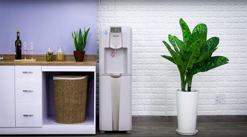 Máy lọc nước RO nóng lạnh đang là sản phẩm nhận được nhiều sự quan tâm của khách hàng