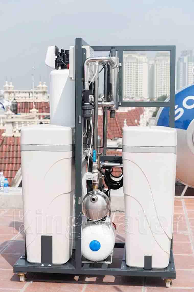 Hình ảnh thực tế lắp đặt máy lọc nước tổng đầu nguồn AoSmith System 103